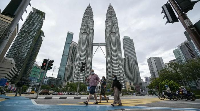 Malaysia declares emergency, suspends parliament