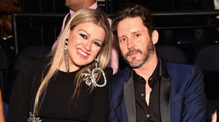 Kelly Clarkson creating music to cope with divorce from Brandon Blackstock