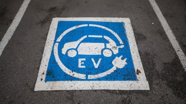 What experts say Canada needs to do to become a leader in the electric vehicle industry | CBC News