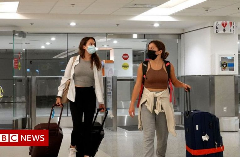 Covid: US to lift travel ban for fully jabbed on 8 November