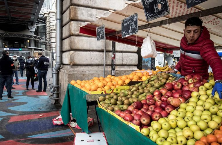 France to ban plastic packaging for fruit and vegetables from January