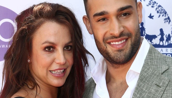 Sam Asghari, Britney Spear will not  crop their new puppy's ears: 'Educate yourself'