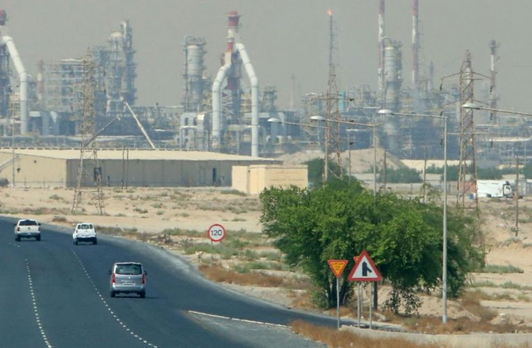 Workers injured in Kuwait refinery fire, output unaffected